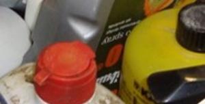 Flaskor med farligt avfall