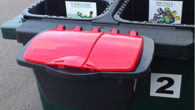 Förvara boxen avsedd för ljuskällor och småbatterier inne mellan tömningar!