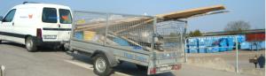 Bil med släp på återvinningscentralen