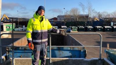 Höjd säkerhet på ÅVC - Skyddsräcke/fallskydd kommer att monteras upp på våra återvinningscentraler